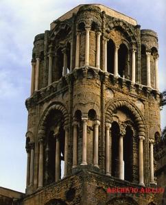 La torre campanaria della chiesa della Martorana-Palermo