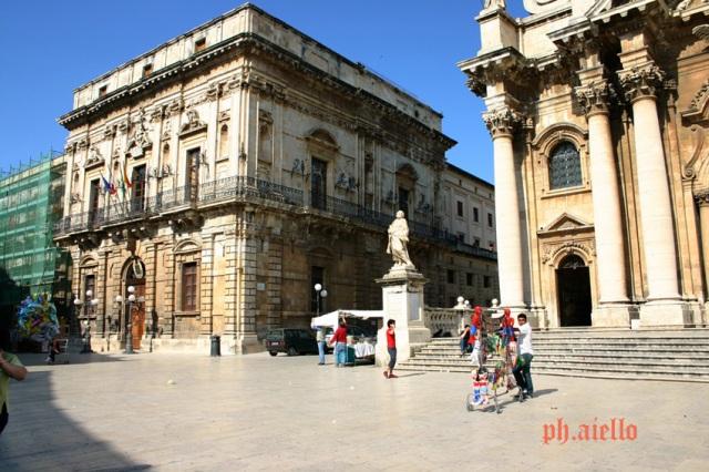 Siracusa -Piazza Duomo-Municipio o Palazzo Vermexio(Foto Aiello)