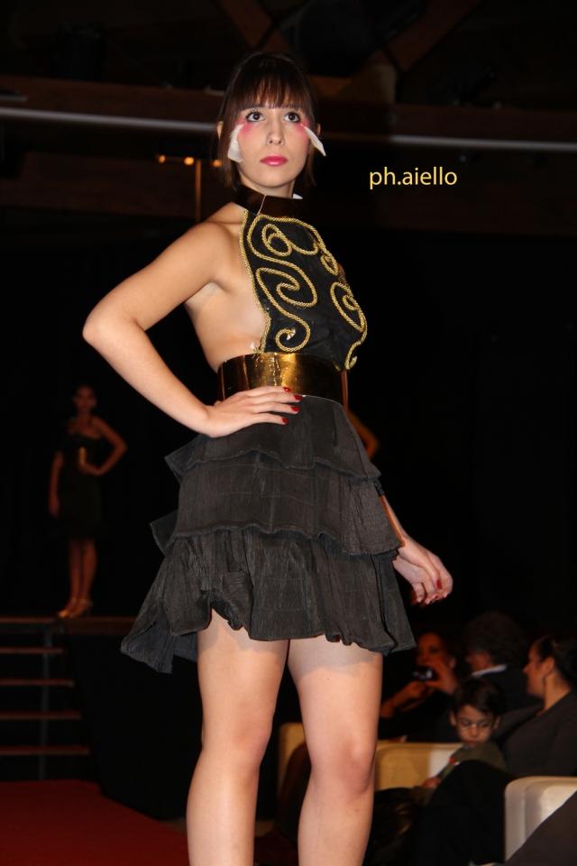 La bellissima Katia Lombardo con un abito nero da sera.