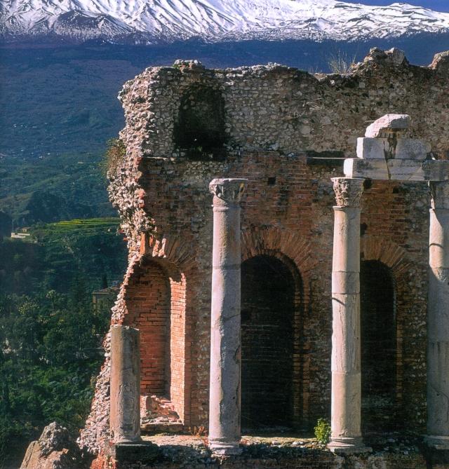 Taormina,particolare del teatro greco(foto Aiello)