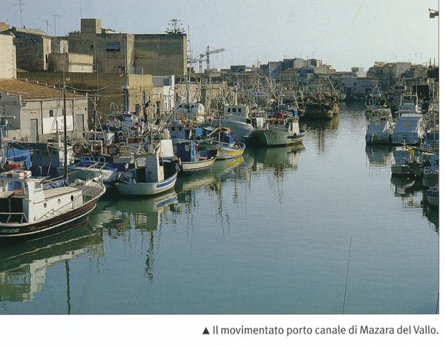 Movimentato porto-canale di Mazara del Vallo.